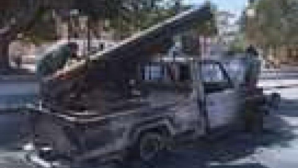 Pakistan: uccisi 6 agenti di polizia