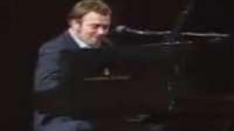 Artigiano delle musica. Gualazzi in concerto a PesaroArtigiano delle musica. Gualazzi in concerto a Pesaro