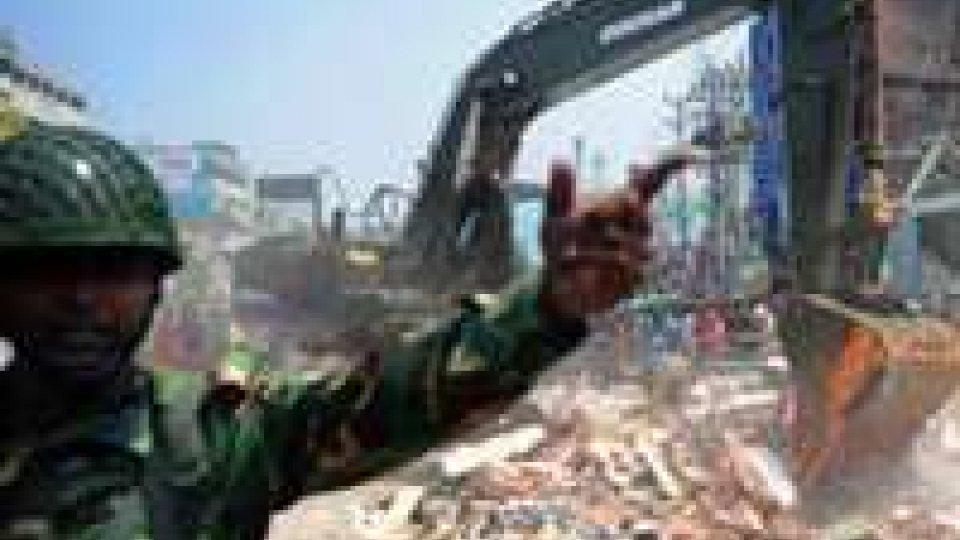 Crollo palazzo in Bangladesh: oltre 150 i morti