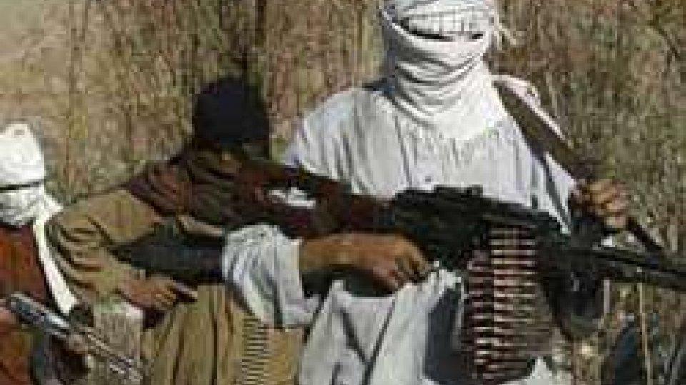 Afghanistan: esplosione in una base Nato, ci sono vittime