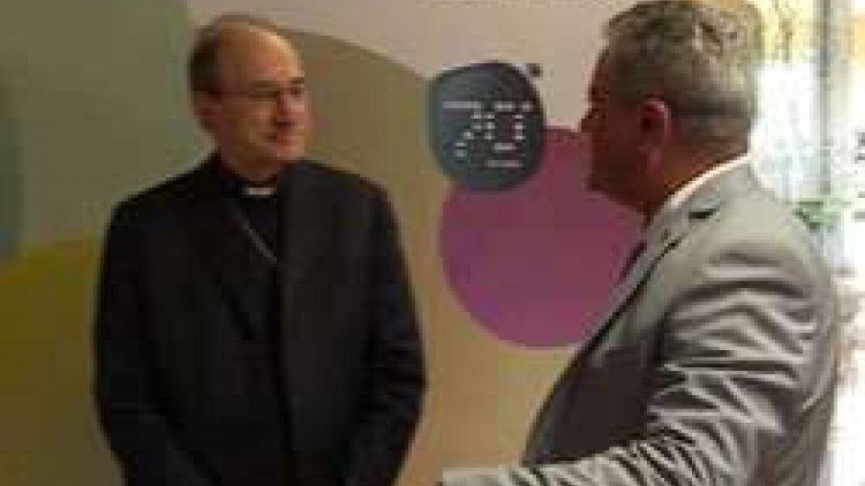 Vescovo al ColorificioIl VESCOVO in FABBRICA al Colorificio con gli operai