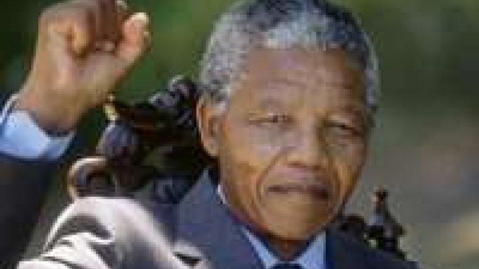 Giallo sulle condizioni di Nelson Mandela
