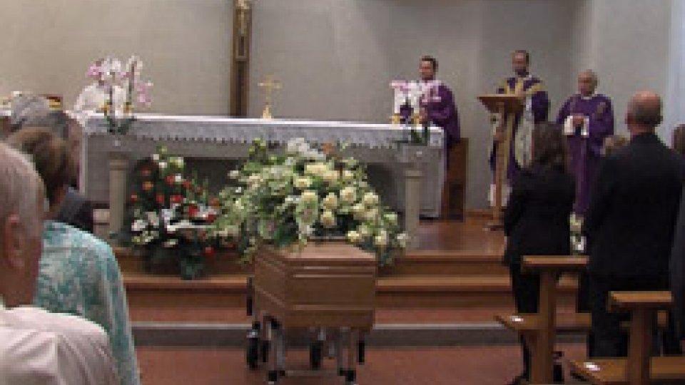 le esequie a BorgoL'ultimo saluto a Giuseppe Lonfernini a Borgo Maggiore