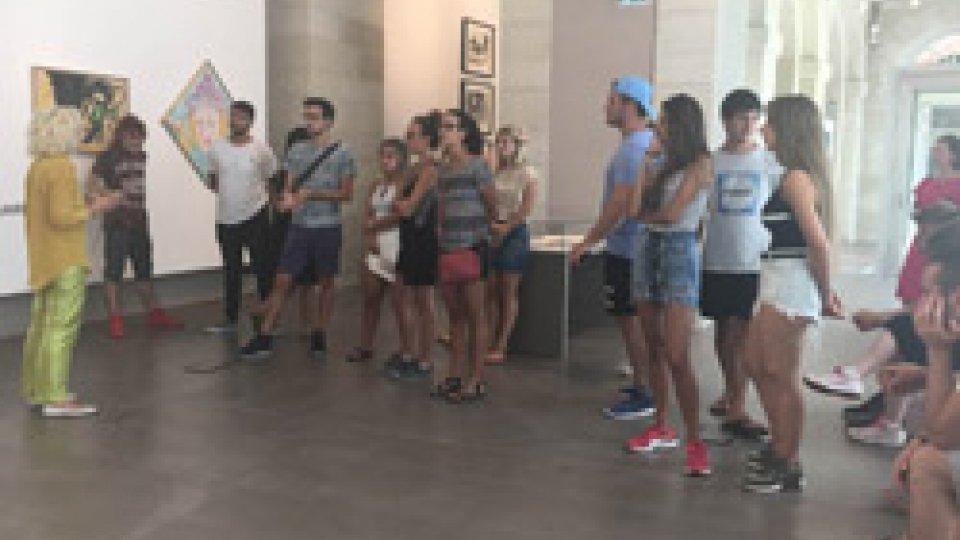 Istituti Culturali: In visita alla Galleria Nazionale San Marino, i giovani cittadini sammarinesi dall'Argentina, dalla Francia, dall'America, dalla Spagna.