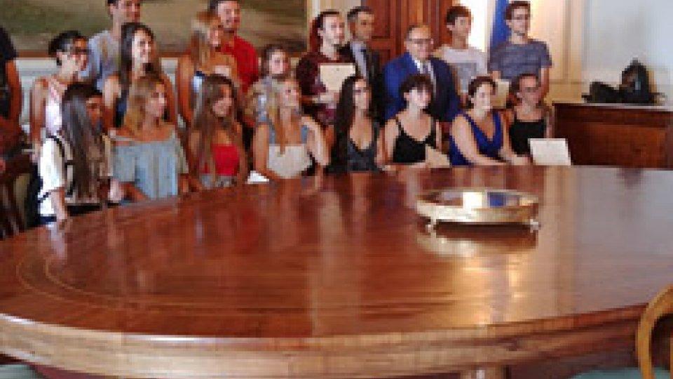 La consegna diplomiFinisce la 38° edizione dei Soggiorni Culturali a San Marino. Consegnati ai 17 ragazzi i diplomi a Palazzo Begni