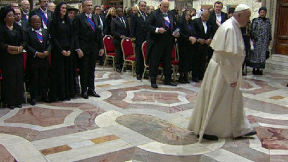 Il Papa incontra gli ambasciatoriSanta Sede: consueto incontro di inizio anno con il corpo diplomatico