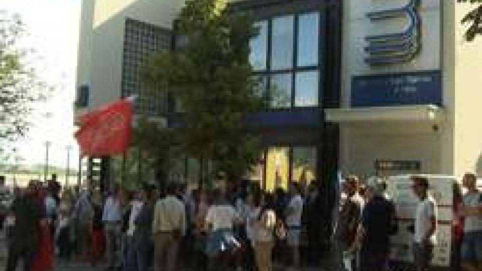 I dipendenti in scioperoLunedì di sciopero: i dipendenti della Banca di San Marino incrociano le braccia