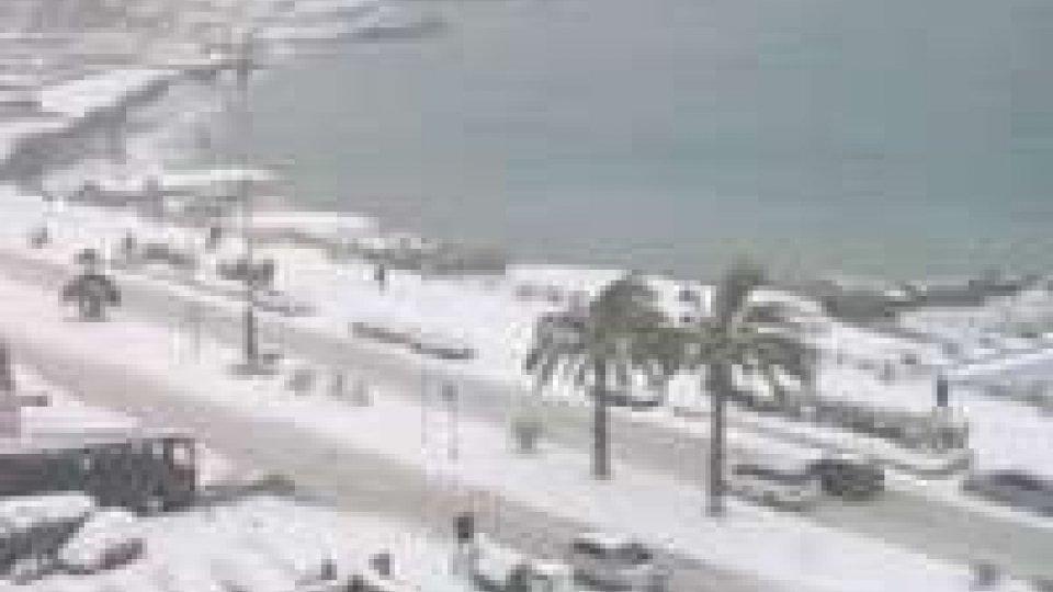 Neve in gran parte dell'Italia, scuole chiuse e tir fermi
