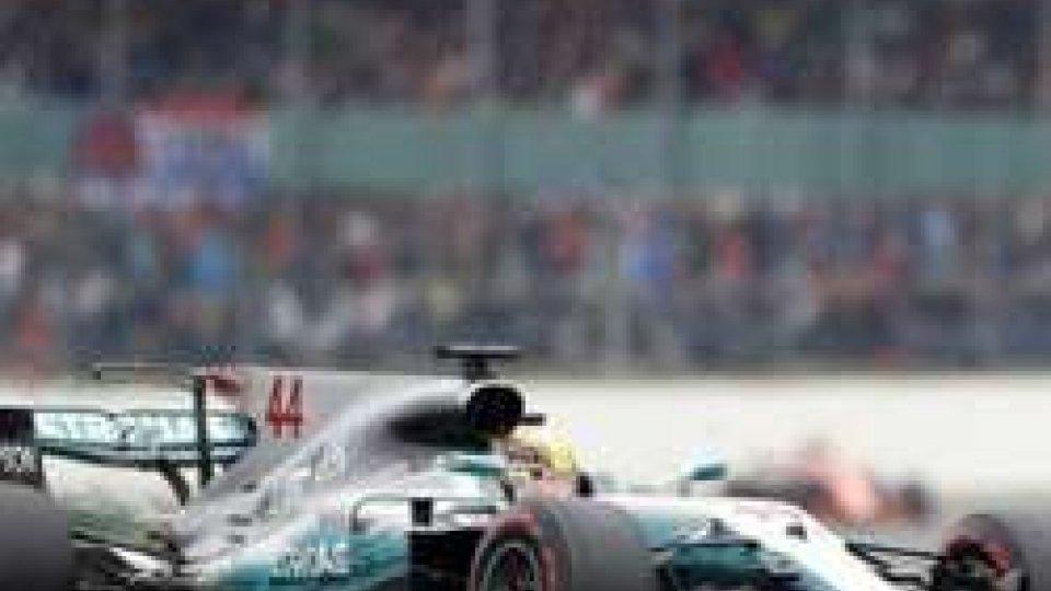 A Silverstone la pole è di Hamilton