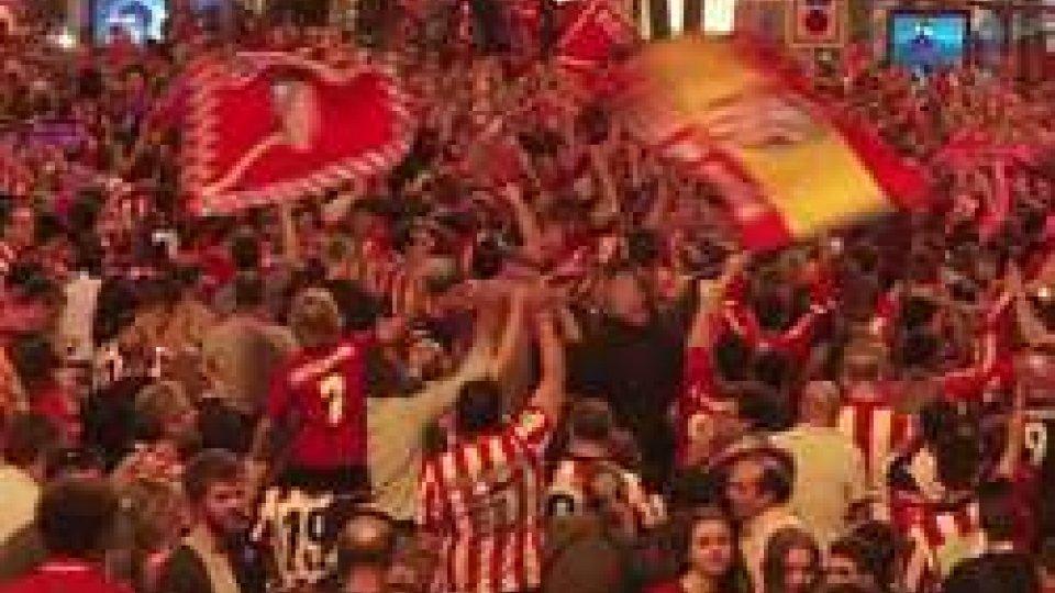 I festeggiamenti dell'AtleticoEuropa League: l'Atletico Madrid alza il Trofeo. Il Marsiglia va k.o. 3–0