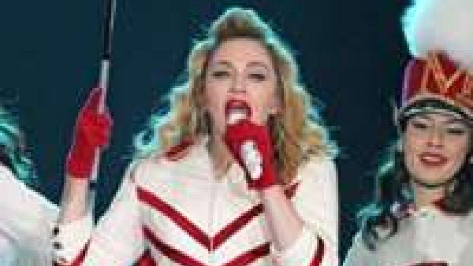 Putin contro Madonna e Lady Gaga: violate norme su visti