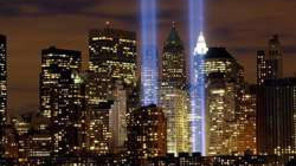 11 marzo 2002, Ground Zero: inaugurati i due fasci di luce in ricordo delle due torri crollate