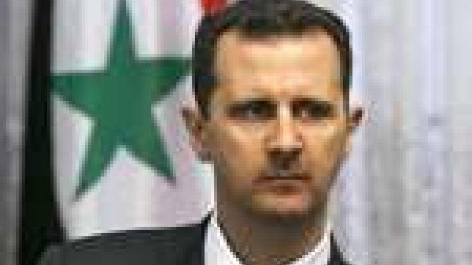 Il presidente al Assad dovrebbe annunciare la fine della repressione aprendo agli oppositori