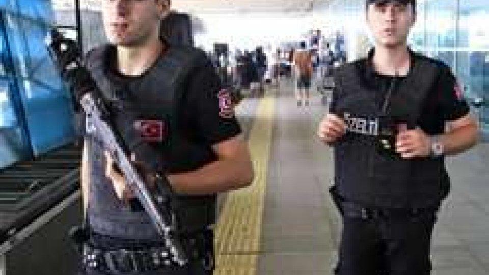 Attentato Istanbul: trovati passaporti kamikaze