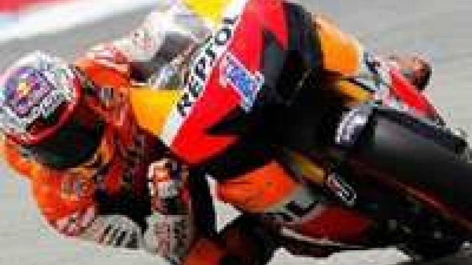 Motomondiale, Gp di Portogallo: Stoner in pole, Rossi 9° come De Angelis