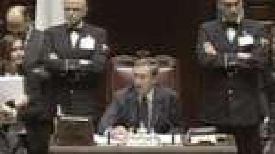 Politica italiana. La Camera licenzia la legge sulla stabilità e si prepara il nuovo governo