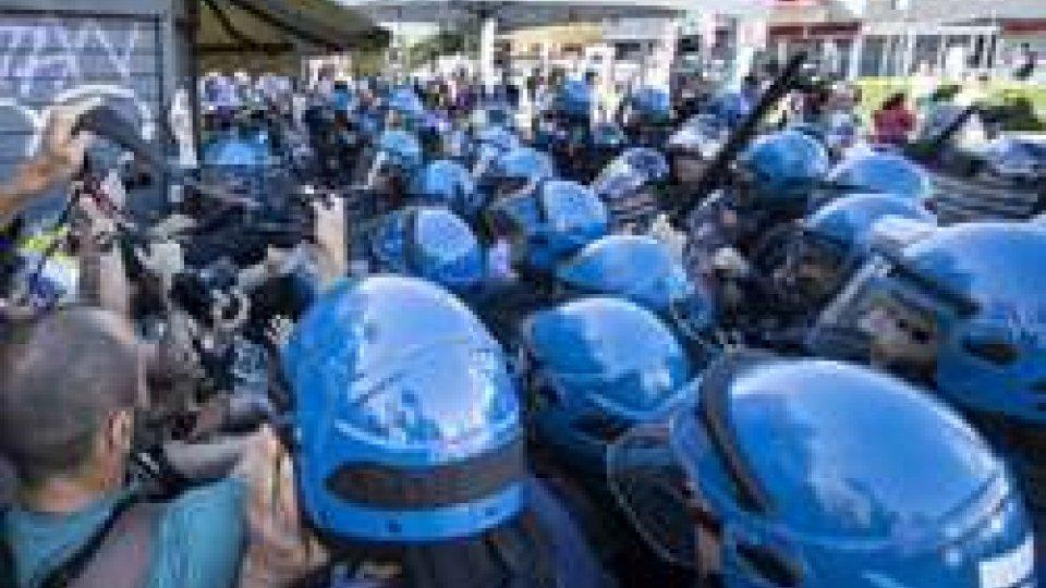 Cortei contrapposti sul voto, città blindate per evitare scontri