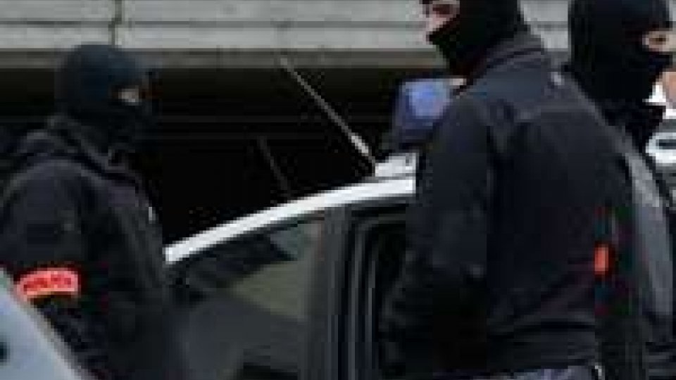Cellula terroristi islamici in Francia: trovati anche ordigni