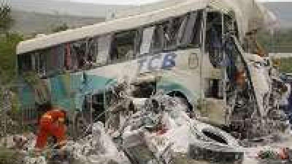 Ecuador, 29 morti in incidente stradale