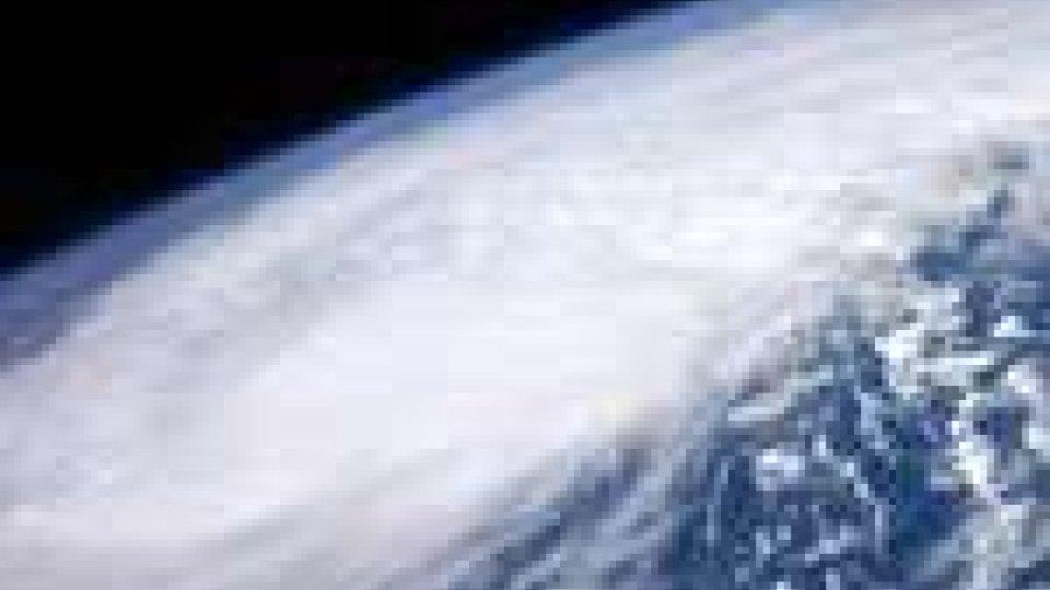 L'Uragano Irene va verso le Bahamas