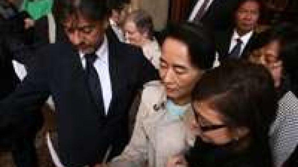 Aung San Suu Kyi riceve la cittadinanza onoraria di Bologna