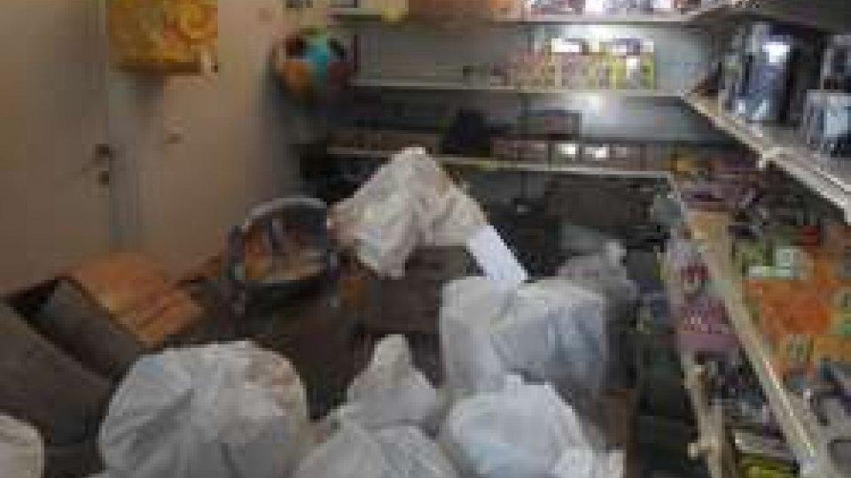 Controlli amministrativi in un negozio a Borgo Marina, sequestrati quasi tremila articoli