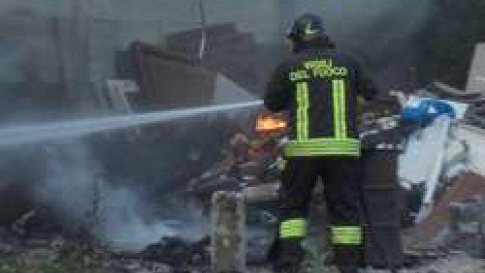 Incendio a Montelicciano[VIDEO] Montelicciano: a fuoco, per autocombustione, discarica abusiva a cielo aperto
