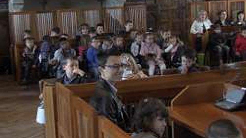 Palazzo Pubblico: i Capitani Reggenti ricevono i piccoli dell'Infanzia