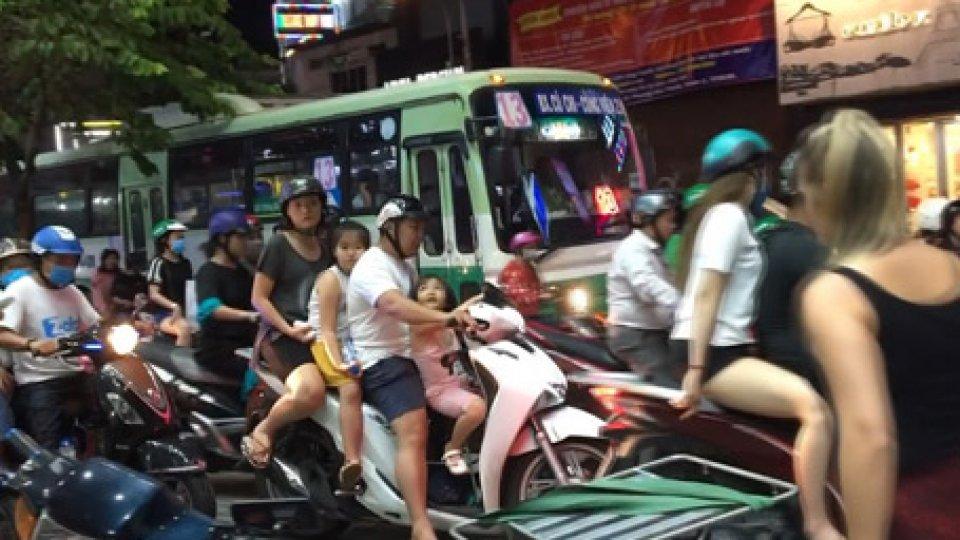 vietnamIn Vietnam circolano quasi 40 milioni di motorini, su 90 milioni di abitanti