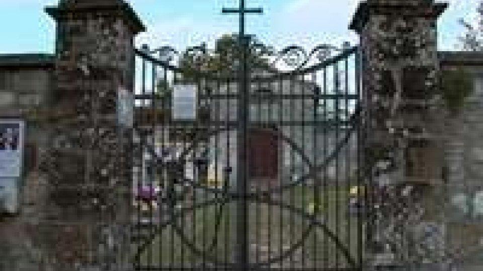 San Leo: vandali al piccolo cimitero di Monte. Segnalata presenza di auto sammarinese