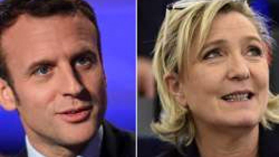 Francia, al ballottaggio Macron e Le Pen: crollano i partiti storici
