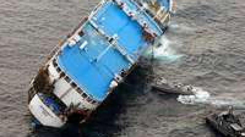 Filippine: traghetto affondato; almeno 26 morti e 200 dispersi