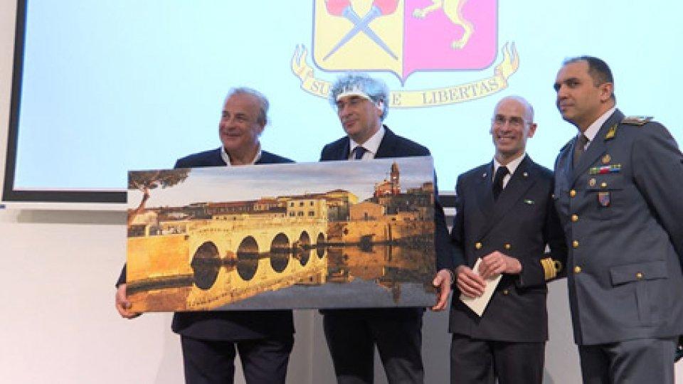 Maurizio Improta (a sinistra) con le autorità