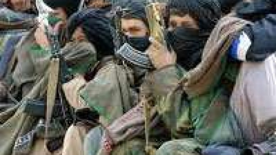 Afghanistan: talebani attaccano base Isaf, almeno 16 morti