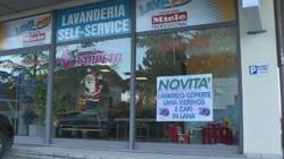 """Lavanderia a gettoni """"Lavapiù"""""""