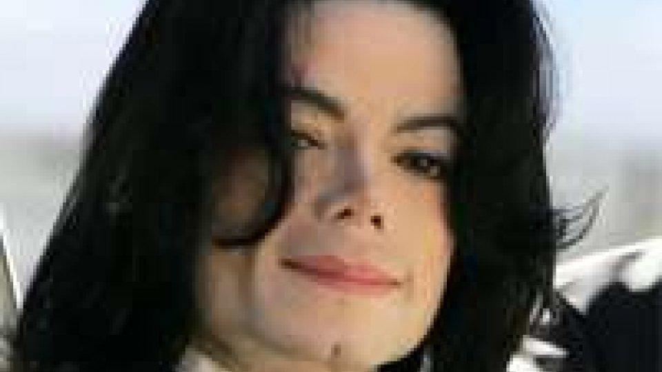 Stampa Gran Bretagna: Michael Jackson comprò silenzio vittime abusi