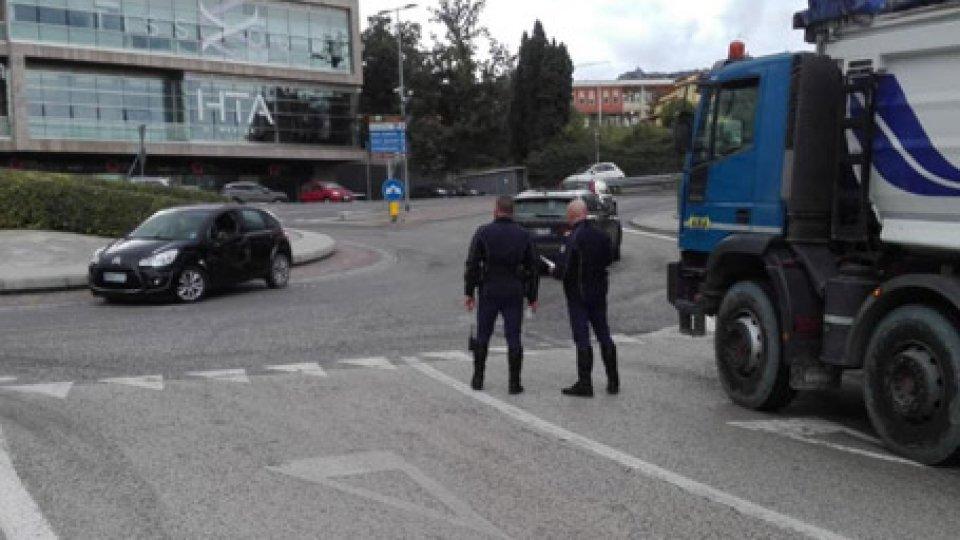 Incidente auto-camion a Fiorina, nessuna conseguenza per i guidatori