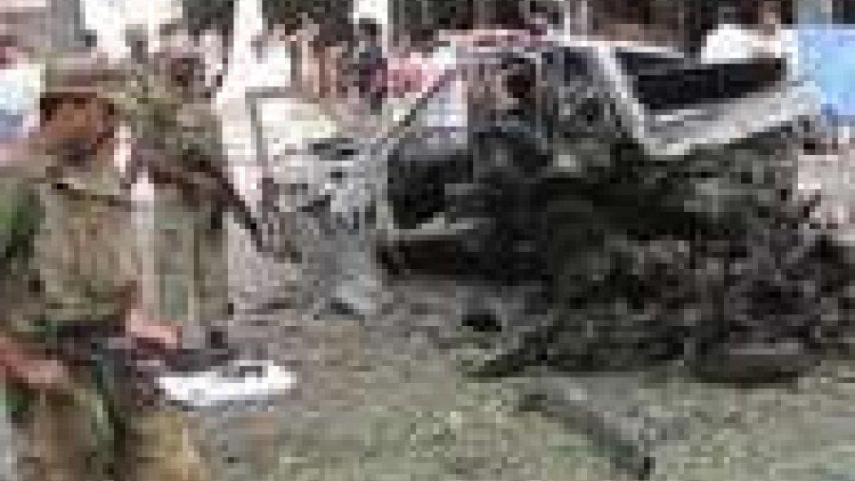 Pakistan: attentato al tribunale di Peshawa