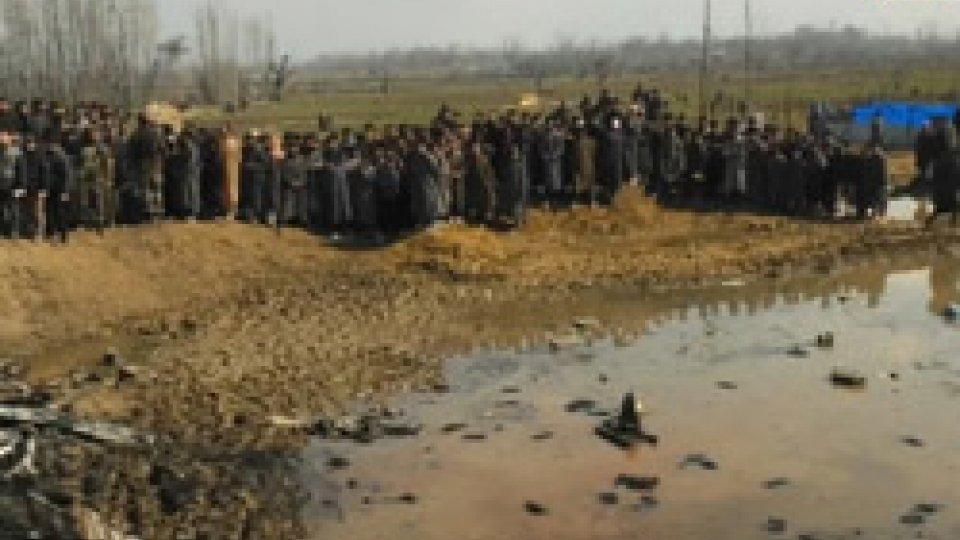 Tensione alle stelle tra India e PakistanTensione alle stelle tra India e Pakistan, con azioni militari sempre più pesanti in Kashmir