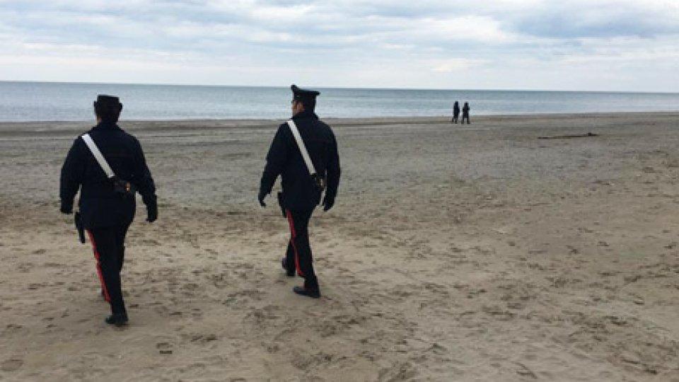Riccione: si getta in mare per farla finita, Carabinieri salvano 26enne