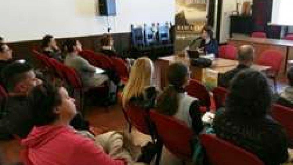 """Bullismo, genitori e insegnanti a """"duello"""": concluso a Serravalle il ciclo di incontri dedicato all'età evolutiva"""