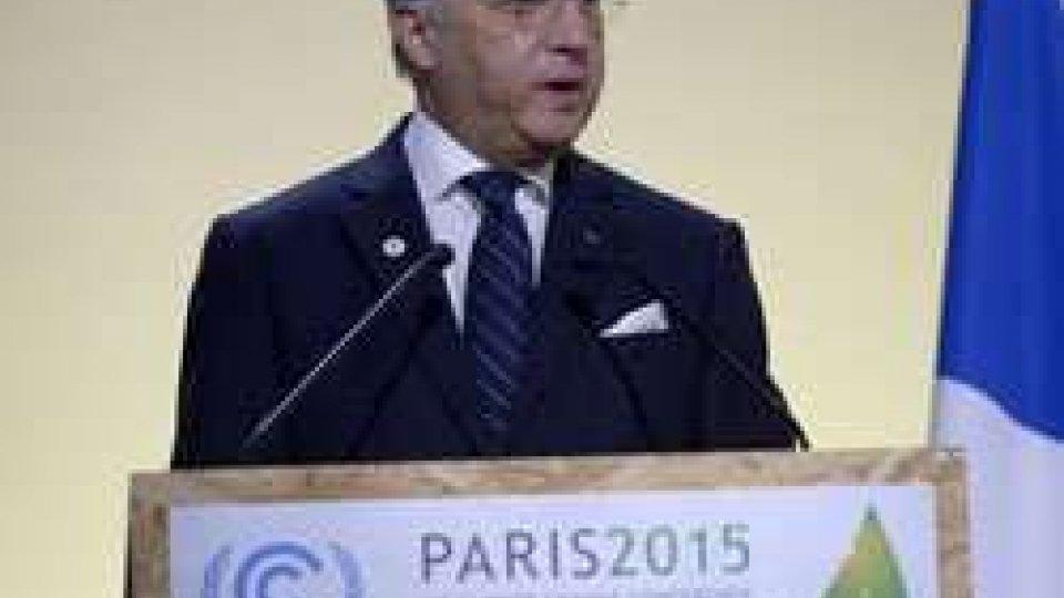 """Clima: Fabius, """"raggiunto un accordo storico""""Clima: Fabius, """"raggiunto un accordo storico"""""""