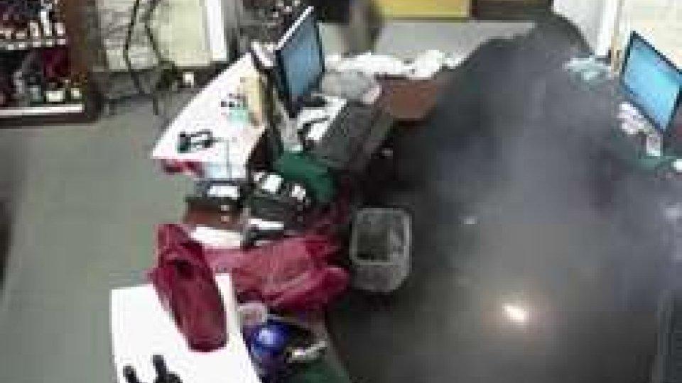 l'esplosione della sigarettaVideo choc: esplode sigaretta elettronica, uomo ferito gravemente