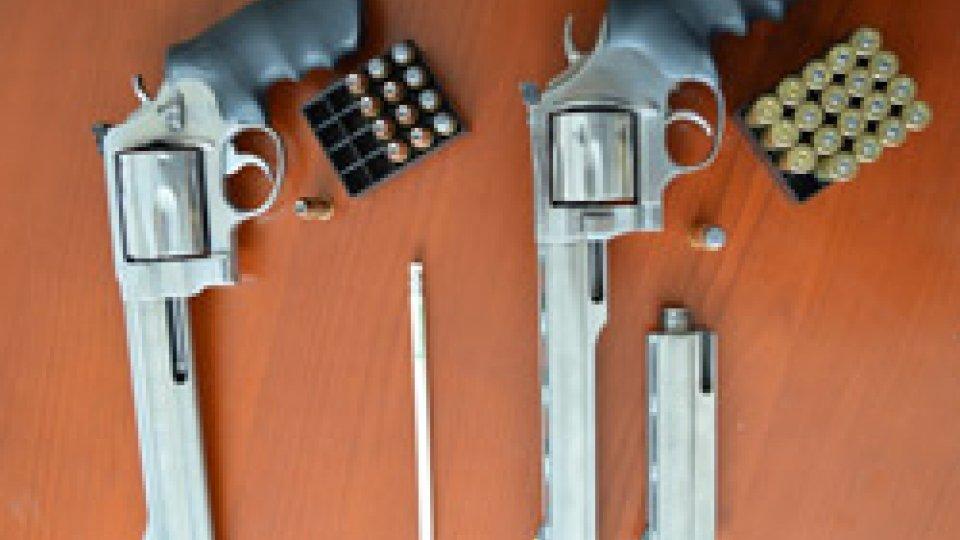 Le armi sequestrateSpari contro i Carabinieri Forestali a Pennabilli. Fermati i responsabili