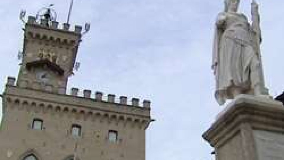 Palazzo Pubblico e la Statua della LibertàConsiglio di agosto: Dim non ci sarà; Dc, Psd e Ps valutano se disertare