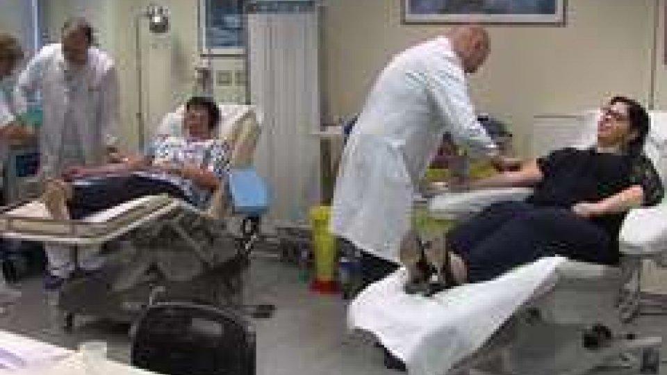 Il prelievo alla ReggenzaGiornata del donatore di sangue: al centro trasfusionale anche i Capitani Reggenti