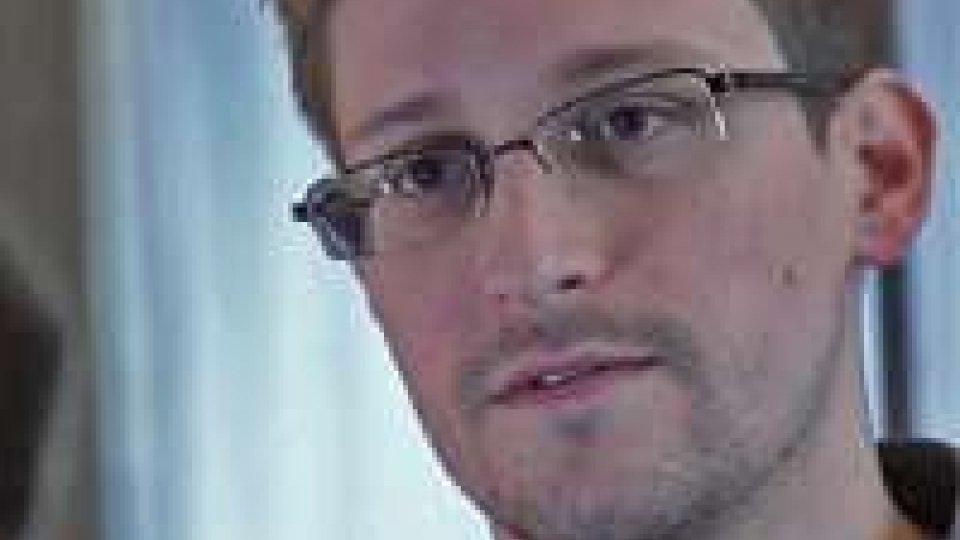 Datagate: Mosca concede asilo a Snowden, ira di Obama