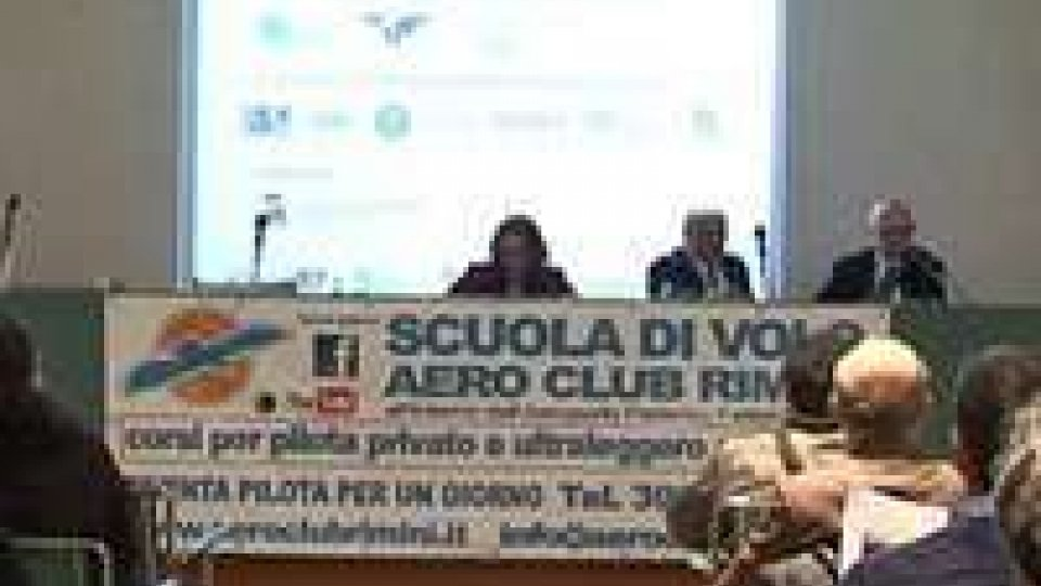 """""""Paura di volare...Goodbye"""": Aero Club Rimini promuove corsi per futuri flyers""""Paura di volare...Goodbye"""": l'intervista a Fabio Falsetti, presidente aeroclub Rimini"""