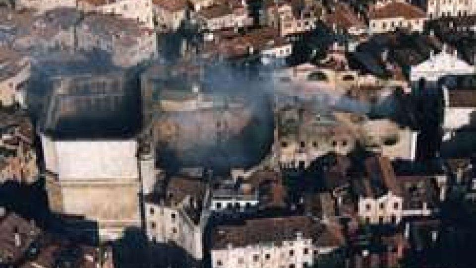 La Fenice di Venezia dopo l'incendio