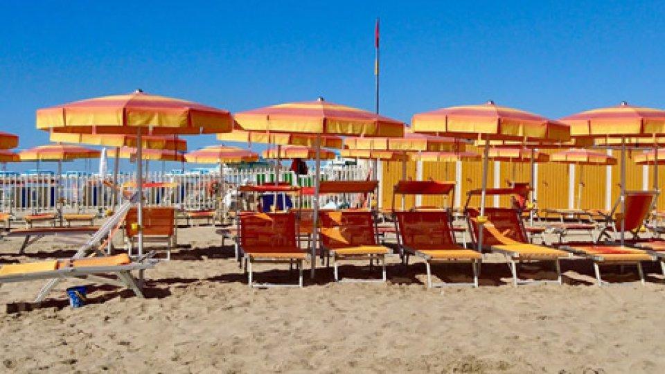 Ombrelloni in spiaggia. Foto @pixabay